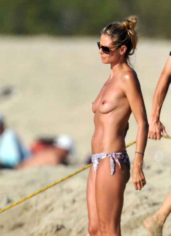 Хайди Клум топлесс / Heidi Klum Topless On the Beach In Corsica